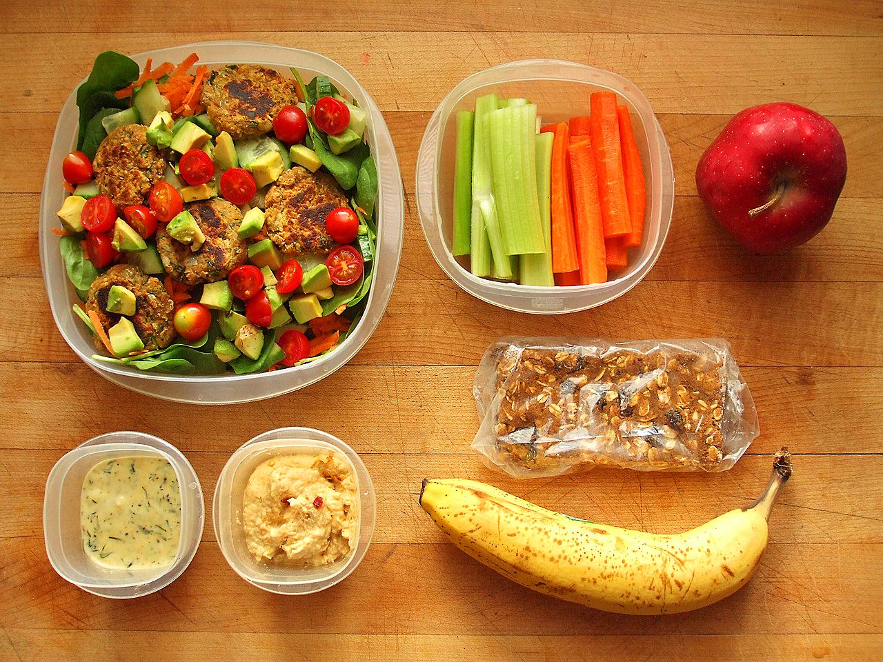 Seyahat Ederken Sağlıklı Beslenebilirsiniz