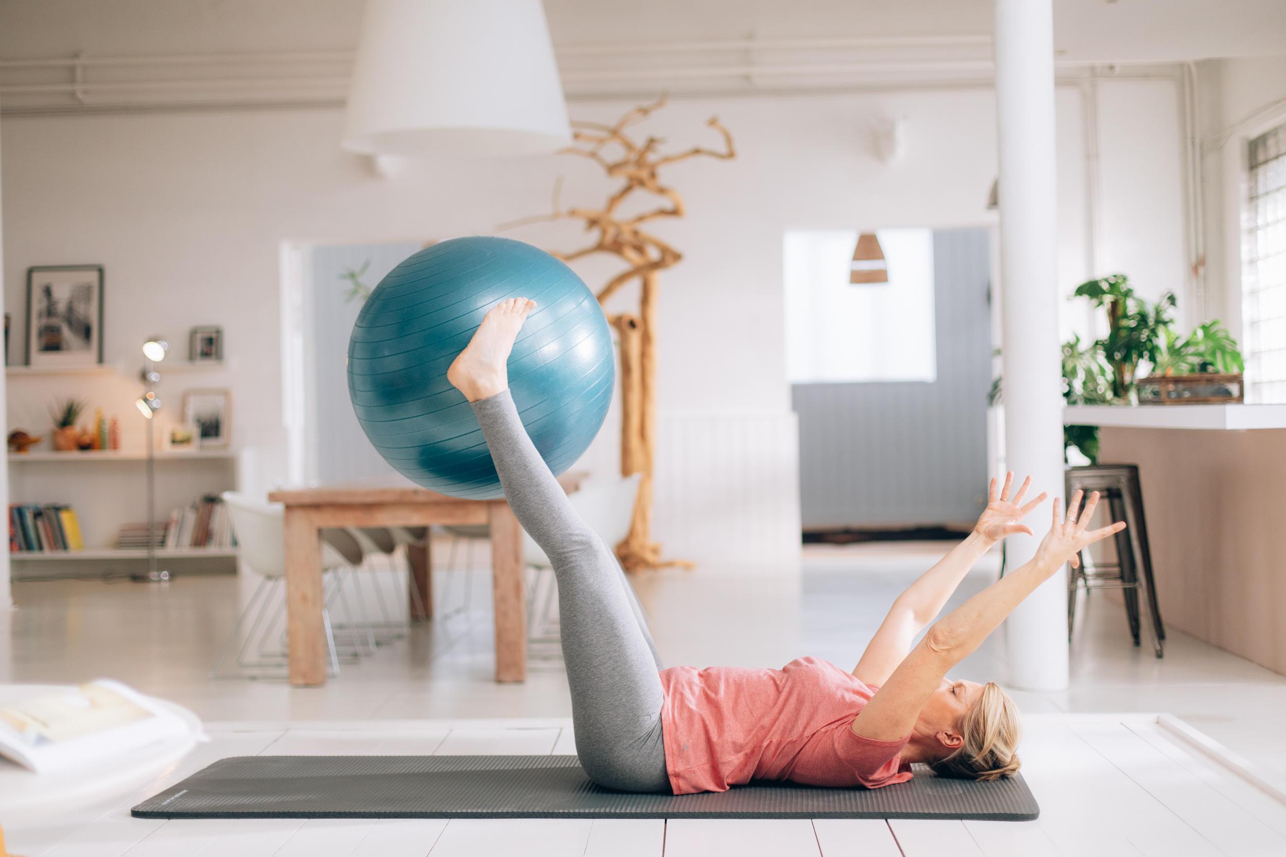 Evde Pilates Topu Nasıl Kullanılır